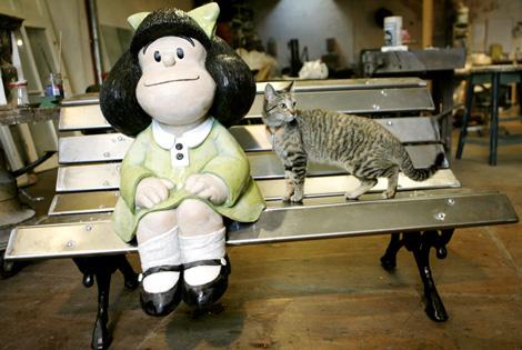 La escultura con la que se rinde homenaje a Mafalda. | Efe