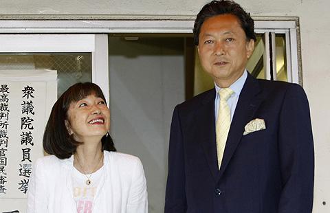 Yukio Hatoyama y su esposa, Miyuki Hatoyama.   Reuters