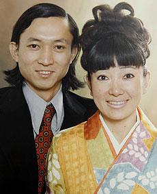 Miyuki y su marido, en una imagen antigua.   AP