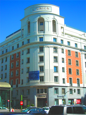 El rebautizado como Edificio Restaura, fue construido a finales de la década de los 40. | Jose F. Leal