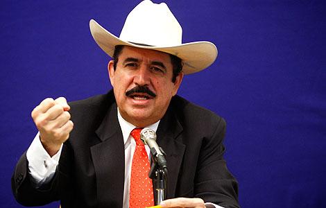 Manuel Zelaya se ha reunido con Hillary Clinton en Washington. | AFP