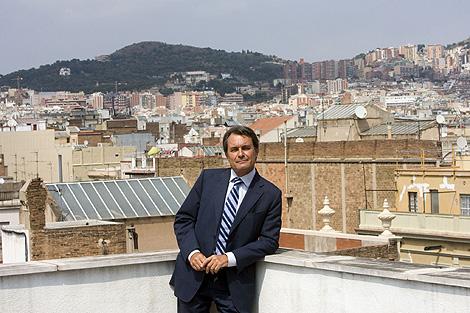 El líder de CiU, en la zotea de la sede de su partido en Barcelona. | Santi Cogolludo