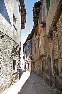 Una calle desierta de un pueblo de Salamanca. | Efe