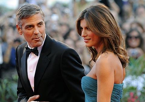 George Clooney y Elisabetta Canalis, sobre la alfombra roja. | AFP