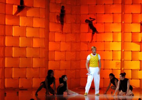 La Fura dels Baus durante su espectáculo 'La flauta mágica', en 2005. | Efe