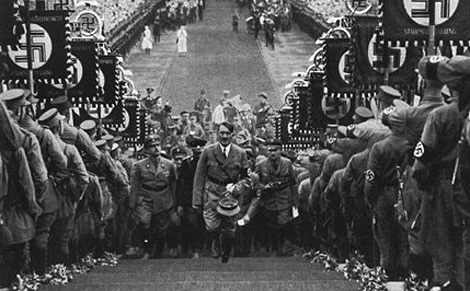 Hitler, en uno de sus desfiles.