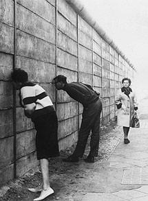 El muro, en los años del telón de acero. | El Mundo
