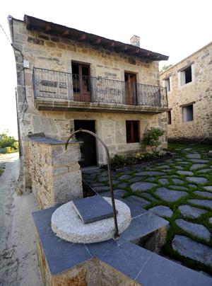 Vivienda restaurada en el municipio coruñés de A Capela. | elmundo.es [Ver álbum]