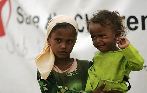 Dos niñas yemeníes en un campo de desplazados. | Reuters