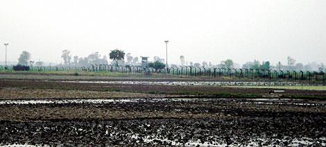 Alambradas en la frontera entre la India y Bangladesh.