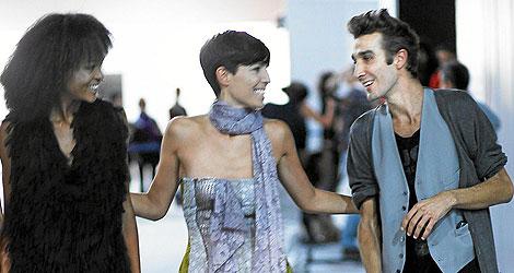Alberto Tous cpn dos de sus modelos | Carlos Alba