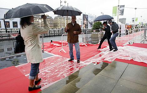 Lluvia para inaugurar San Sebastián. | Efe