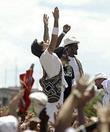 Juanes, con otros participantes. | Reuters
