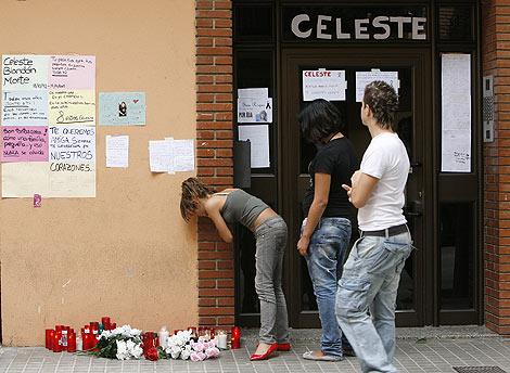 Amigos y vecinos de Celeste conviertieron su portal en una especie de altar | José Cuéllar.