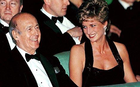 Valéry Giscard d'Estaing y Diana de Gales, en un acto en Versalles en 1994. | Reuters