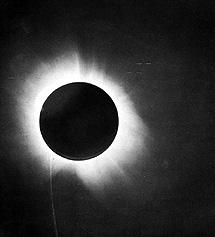 El eclipse solar de 1919 observado por Eddington