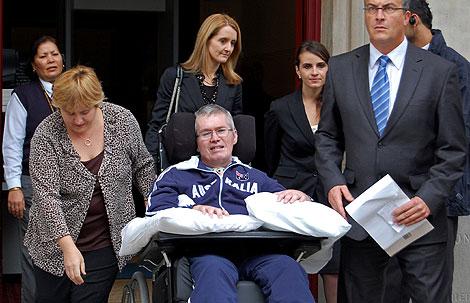 Christian Rossiter sale del tribunal tras ganar su caso en agosto.   AFP