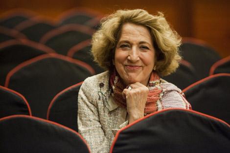 Carmen Iglesias posa sonriente para a entrevista en Bilbao. | Mitxi