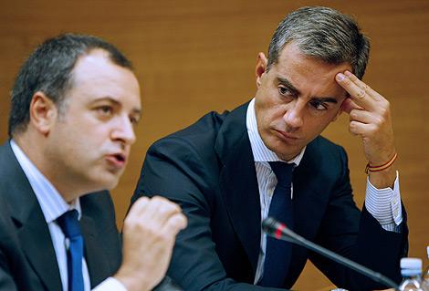 David Serra, vicesecretario de organización del PPCV, y Ricardo Costa, secretario general. | Efe