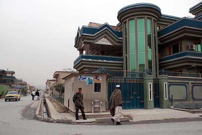 La casa que Dostum se ha construido en el barrio de Shirpur, en Kabul.  M. BERNABÉ