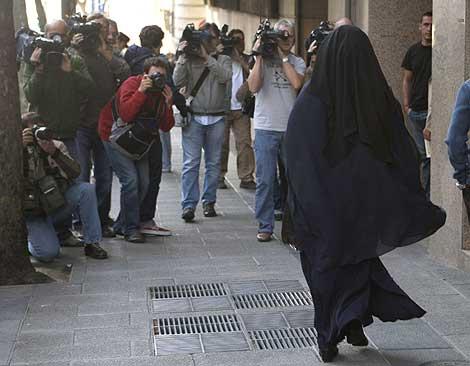 Fatima Hssisni, a su llegada a la Audiencia Nacional.   Efe