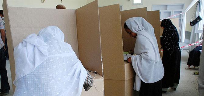 Mujeres votan en un colegio electoral de Kabul. (Foto: M. Bernabé)