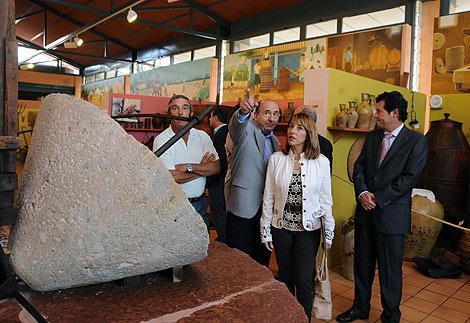La consellera de Cultura, Trini Miró, en el Museo de Pusol.