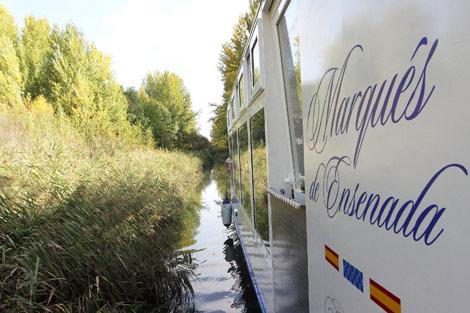 Viaje inaugural del 'Marqués de Ensenada' por el Canal de Castilla.   Manuel Brágimo