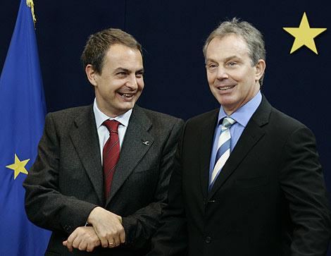 José Luis Rodríguez Zapatero y Tony Blair, candidato a presidente permanente de la UE.   AFP