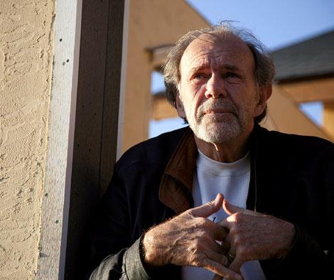 El autor de 'Juan Salvador Gaviota', en su casa de Isla de Orcas (EEUU). | Isaac Hernández