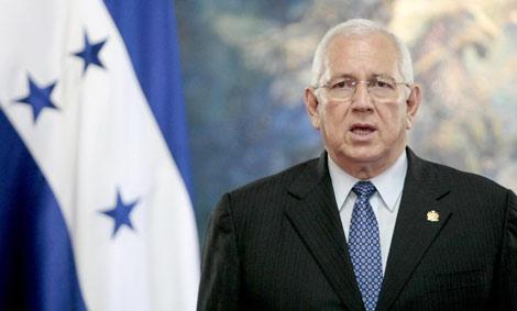 El presidente 'de facto' de Honduras, Roberto Micheletti, en Tegucigalpa.   Reuters
