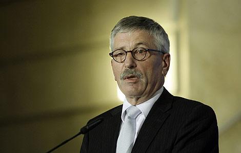 El ex consejero del Bundesbank Thilo Sarrazin, en una rueda de prensa en Berlín. | AP