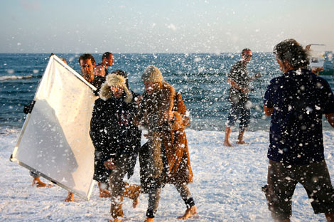 Aspecto de la playa de Castelldefels, el martes, durante el rodaje. | Santi Cogolludo