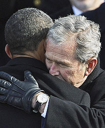 Obama y Bush, el 20 de enero. | AP