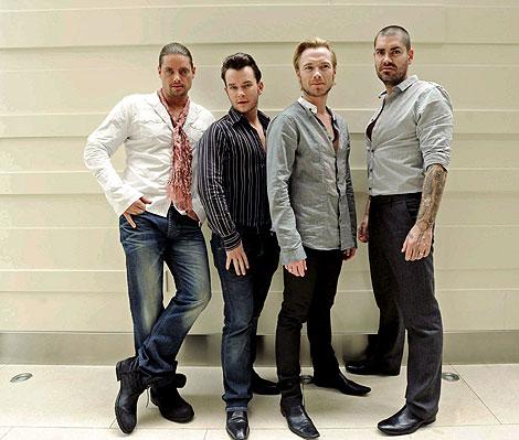 El cantante del grupo Boyzone, Stephen Galety (2º izda.) en una foto de archivo.   Efe