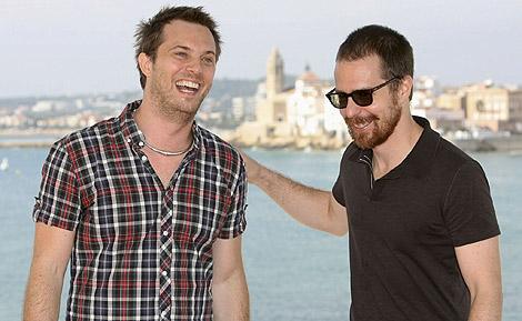 El director de la película, Duncan Jones, junto al protagonista, Sam Rockwell.   Efe