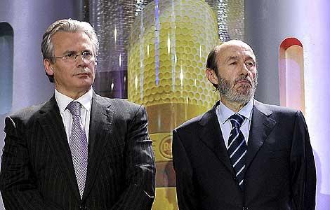El juez Baltasar Garzón junto al ministro del Interior, Alfredo Pérez Rubalcaba. | ENFOQUE