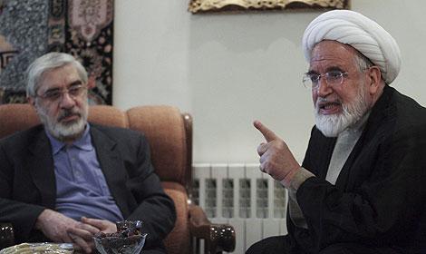 Mehdi Karrubi, a la dcha., junto a Mir Husein Musavi, también derrotado en las urnas. | Reuters