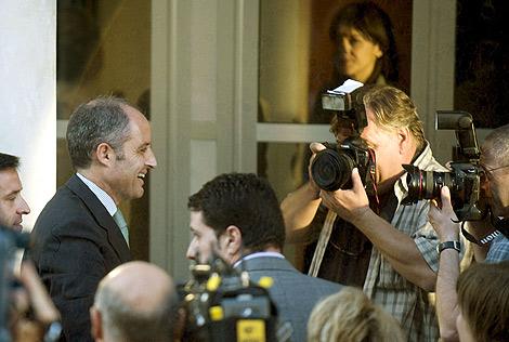 Francisco Camps a su llegada esta tarde a la sede del PP valenciano | Efe.