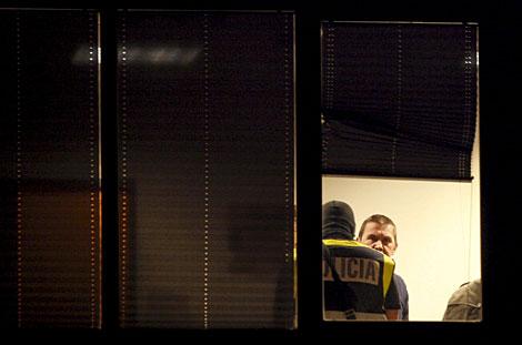 Otegi, en el interior de la sede del sindicato LAB de San Sebastián, donde ha sido detenido. | Efe