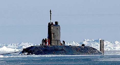El submarino nuclear británico HSM Tireless. | Kevin Elliott.