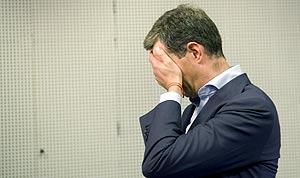 Ricardo Costa, ocultándose de los focos (Foto: Efe).