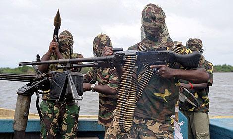 Varios miembros del MEND, en una foto tomada en septiembre.   AFP