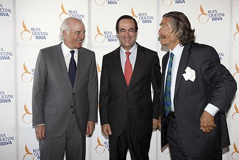 De izda a dcha: Francisco González, presidente de BBVA; José Bono, presidente del Congreso; y Miguel de la Quadra-Salcedo.
