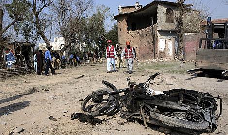 El escenario de la explosión en Peshawar. | AP