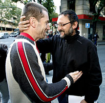 Rufino Etxeberria (i) y José Luis Moreno Sagües, a su salida de la Audiencia. Efe