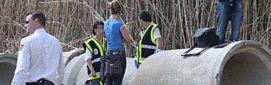 La Policía trabaja en la zona donde se halló el cadáver. | F. Ledesma