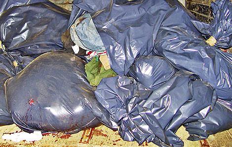 Las bolsas de plástico que envuelven los nueve cadáveres descuartizados. | Efe