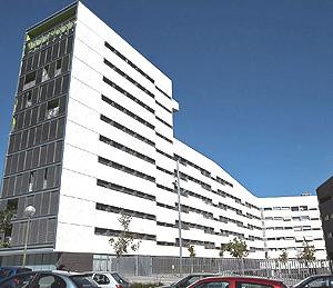 Un piso de este edificio de VPO en Sanchinarro, subastada por 171.000 euros | Alberto Cuéllar