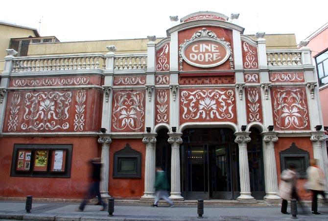 Fachada del edificio del Cine Dore, actual sede de la Filmoteca Nacional.| D. Sinova